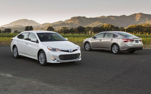 A front and rear view of the 2013 Toyota Avalon.