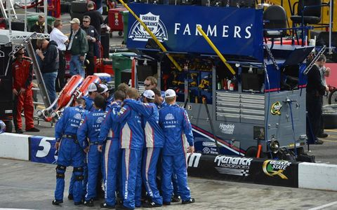2012 Tums 500 at Martinsville: Kasey Kahne team.