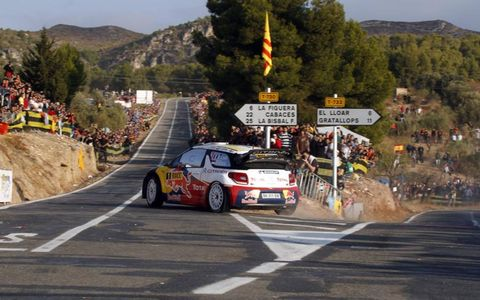 Sébastien Loeb's Citroën WRC makes its way around a hairpin in Spain. Photo by: McKlein/LAT Photographic