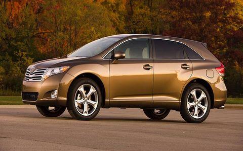 Tire, Wheel, Mode of transport, Automotive tire, Vehicle, Automotive mirror, Land vehicle, Infrastructure, Car, Rim,
