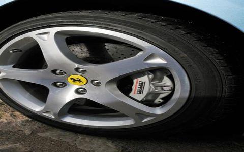 Tire, Wheel, Automotive tire, Alloy wheel, Automotive wheel system, Automotive design, Spoke, Rim, Automotive exterior, Synthetic rubber,