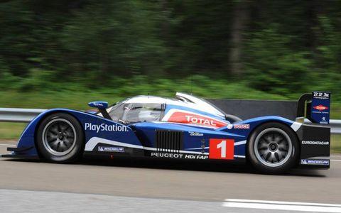 Tire, Wheel, Automotive design, Automotive tire, Vehicle, Automotive wheel system, Motorsport, Race track, Car, Race car,