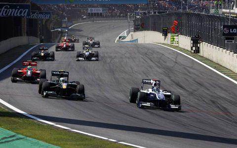 Rubens Barrichello leads Heikki Kovalainen, Lucas di Grassi, Jarno Trulli and Nico Rosberg.
