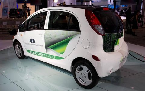 Motor vehicle, Wheel, Mode of transport, Automotive design, Automotive tire, Vehicle, Automotive wheel system, Land vehicle, Alloy wheel, Car,