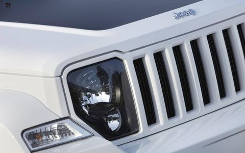 2012 Jeep Liberty Arctic front grille