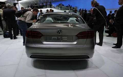 Automotive design, Vehicle, Land vehicle, Car, Personal luxury car, Vehicle registration plate, Luxury vehicle, Mid-size car, Automotive exterior, Executive car,