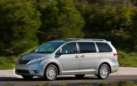Fuel economy numbers for the Sienna XLE are 17 in the city and 23 on the highway.