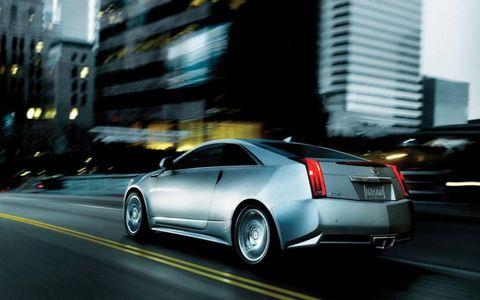 Tire, Automotive design, Vehicle, Land vehicle, Car, Automotive lighting, Rim, Fender, Alloy wheel, Personal luxury car,