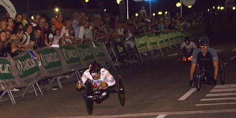 Alex Zanardi wins the hand-cycle class at the New York Marathon