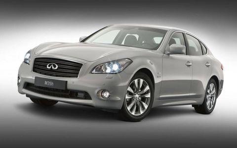 Automotive design, Mode of transport, Vehicle, Automotive lighting, Glass, Headlamp, Land vehicle, Car, Grille, Automotive mirror,