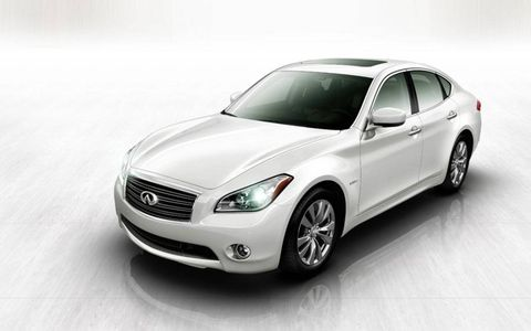 Tire, Automotive design, Vehicle, Automotive lighting, Headlamp, Grille, Car, Glass, Automotive tire, Rim,