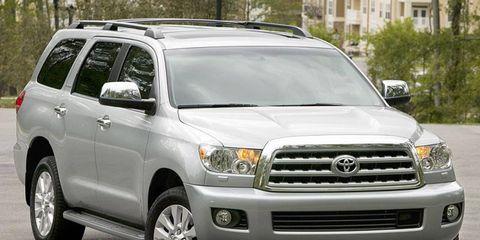 Motor vehicle, Wheel, Tire, Daytime, Vehicle, Automotive tire, Land vehicle, Automotive mirror, Glass, Transport,