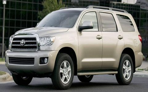 Tire, Wheel, Motor vehicle, Automotive mirror, Automotive tire, Automotive design, Daytime, Vehicle, Transport, Land vehicle,