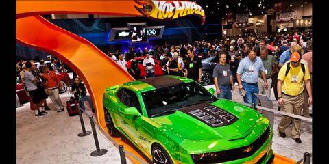 Automotive design, Car, Hood, Automotive tire, Auto show, Performance car, Exhibition, Bumper, Logo, Sports car,
