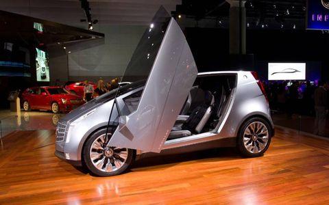 Tire, Motor vehicle, Wheel, Automotive design, Vehicle, Alloy wheel, Land vehicle, Rim, Vehicle door, Automotive exterior,