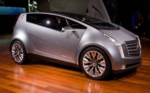 Motor vehicle, Tire, Wheel, Automotive design, Wood, Vehicle, Land vehicle, Car, Alloy wheel, Hardwood,