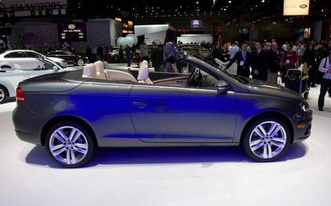 Wheel, Tire, Automotive design, Vehicle, Land vehicle, Car, Alloy wheel, Personal luxury car, Spoke, Convertible,