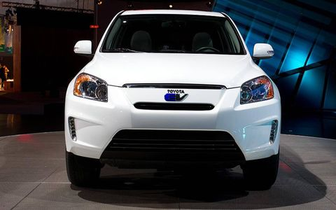 Motor vehicle, Automotive design, Blue, Vehicle, Automotive lighting, Land vehicle, Headlamp, Grille, Car, Hood,