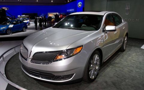 2013 Lincoln MKS debuted at the Los Angeles Auto Show this week