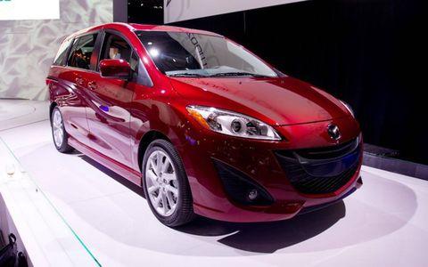 Tire, Motor vehicle, Wheel, Automotive design, Mode of transport, Vehicle, Automotive mirror, Land vehicle, Transport, Car,