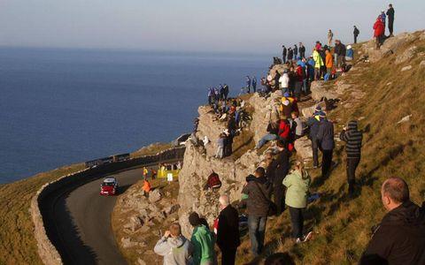 Dani Sordo cruises down the coast in his Mini WRC. Photo by: McKlein/LAT Photographic