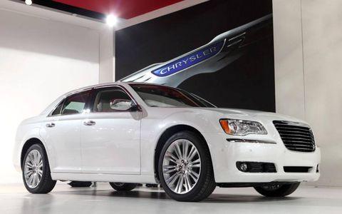 Tire, Wheel, Motor vehicle, Automotive tire, Automotive design, Vehicle, Alloy wheel, Transport, Land vehicle, Rim,