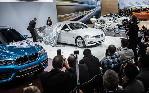 Motor vehicle, Automotive design, Land vehicle, Vehicle, Car, Personal luxury car, Automotive wheel system, Luxury vehicle, Grille, Automotive tire,