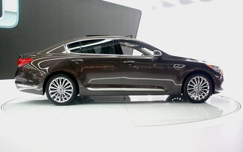 The K900 is sized directly within BMW 7-Series territory.