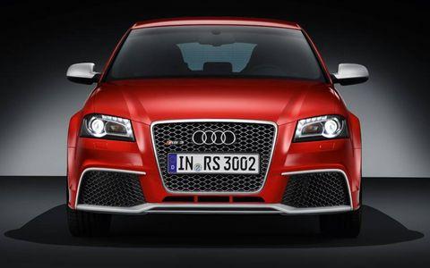 Motor vehicle, Automotive design, Mode of transport, Product, Automotive lighting, Vehicle, Hood, Automotive mirror, Headlamp, Land vehicle,