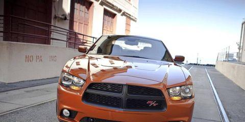 Motor vehicle, Automotive design, Daytime, Hood, Headlamp, Vehicle, Automotive lighting, Grille, Car, Fender,
