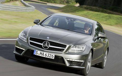 Mode of transport, Automotive design, Road, Vehicle, Hood, Land vehicle, Transport, Grille, Car, Automotive mirror,