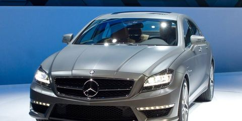 Tire, Mode of transport, Automotive design, Vehicle, Hood, Automotive tire, Grille, Automotive mirror, Car, Mercedes-benz,