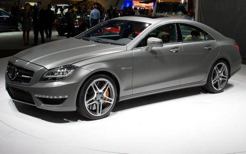 Tire, Wheel, Automotive design, Vehicle, Alloy wheel, Rim, Car, Mercedes-benz, Spoke, Automotive wheel system,