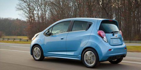 Motor vehicle, Wheel, Tire, Mode of transport, Automotive design, Vehicle, Road, Transport, Car, Automotive wheel system,