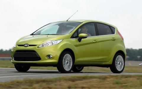 Tire, Wheel, Motor vehicle, Automotive mirror, Mode of transport, Automotive design, Daytime, Transport, Yellow, Vehicle,