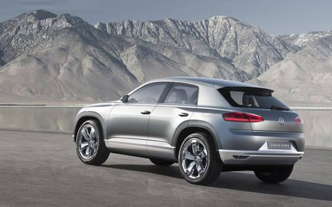 Tire, Wheel, Automotive design, Mountainous landforms, Vehicle, Mountain range, Land vehicle, Car, Automotive tire, Alloy wheel,