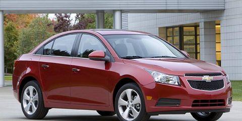 Tire, Wheel, Motor vehicle, Mode of transport, Automotive mirror, Daytime, Vehicle, Glass, Land vehicle, Transport,