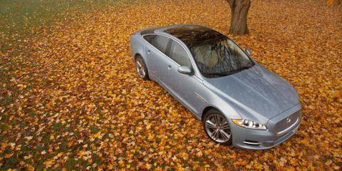 Tire, Wheel, Automotive design, Automotive mirror, Vehicle, Land vehicle, Rim, Alloy wheel, Car, Vehicle door,
