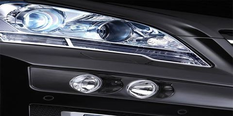 Automotive design, Automotive lighting, Headlamp, Personal luxury car, Grille, Luxury vehicle, Light, Bumper, Automotive light bulb, Hood,