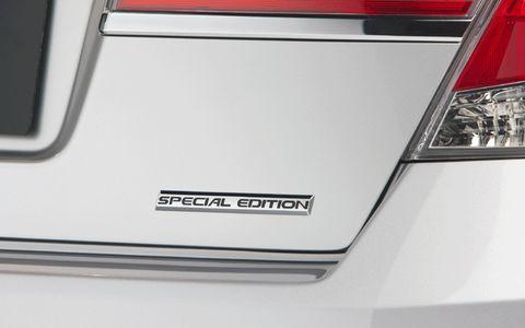 Automotive design, Automotive lighting, Automotive exterior, Automotive tail & brake light, White, Light, Logo, Parallel, Automotive light bulb, Mid-size car,