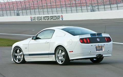 Tire, Motor vehicle, Wheel, Automotive tire, Automotive design, Vehicle, Infrastructure, Rim, Car, Automotive lighting,