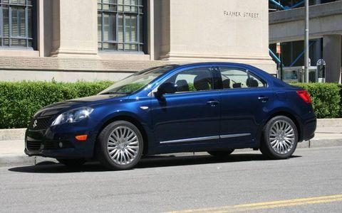 Tire, Wheel, Window, Vehicle, Alloy wheel, Land vehicle, Rim, Automotive wheel system, Car, Automotive tire,