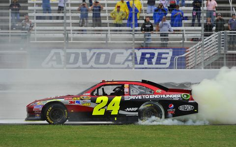 Jeff Gordon advanced to NASCAR Chase finale with win at Martinsville.