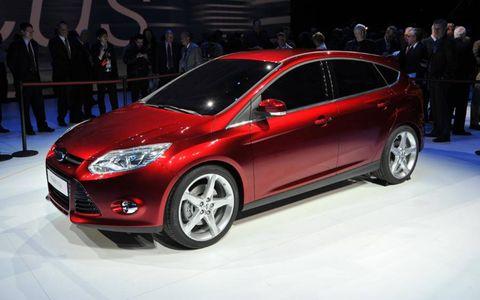 Tire, Wheel, Automotive design, Mode of transport, Vehicle, Land vehicle, Event, Car, Headlamp, Automotive wheel system,