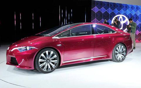 Wheel, Tire, Automotive design, Mode of transport, Vehicle, Transport, Car, Mid-size car, Personal luxury car, Alloy wheel,