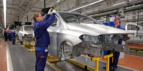 The Mercedes-Benz plant in Hungary builds the redesigned B-class.