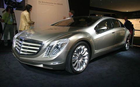 Wheel, Automotive design, Mode of transport, Vehicle, Land vehicle, Grille, Car, Automotive lighting, Personal luxury car, Fender,