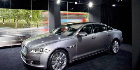 Tire, Wheel, Automotive design, Mode of transport, Vehicle, Land vehicle, Transport, Car, Alloy wheel, Rim,