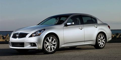 Tire, Wheel, Mode of transport, Automotive design, Vehicle, Glass, Alloy wheel, Rim, Automotive tire, Land vehicle,