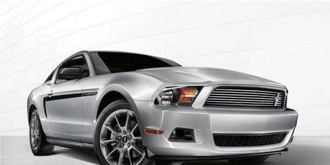 Tire, Motor vehicle, Wheel, Automotive design, Automotive tire, Vehicle, Transport, Automotive lighting, Hood, Rim,